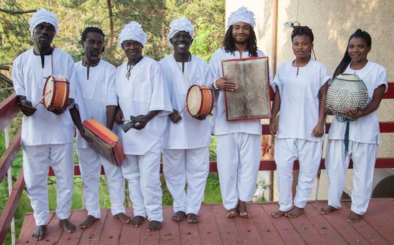 Kakatsitsi: W. African Drummers